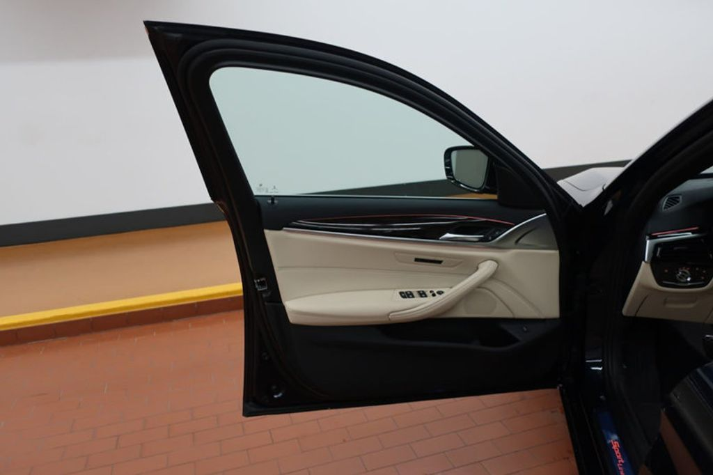 2017 BMW 5 Series 530i - 16635904 - 10