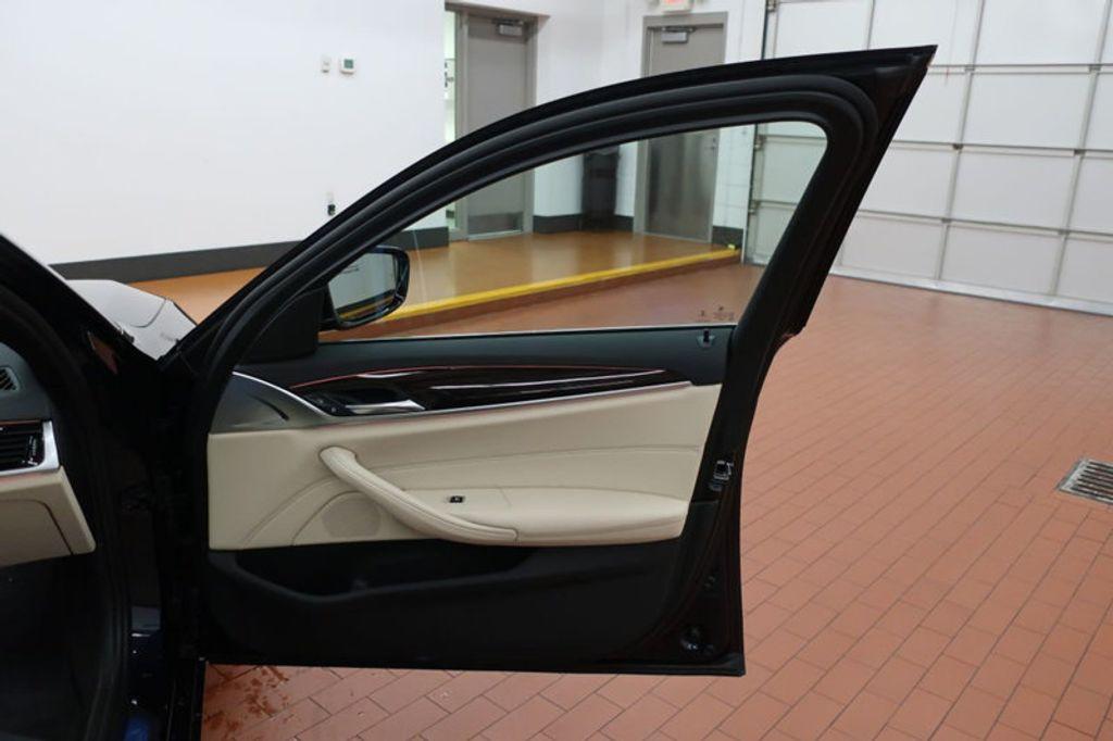 2017 BMW 5 Series 530i - 16635904 - 19