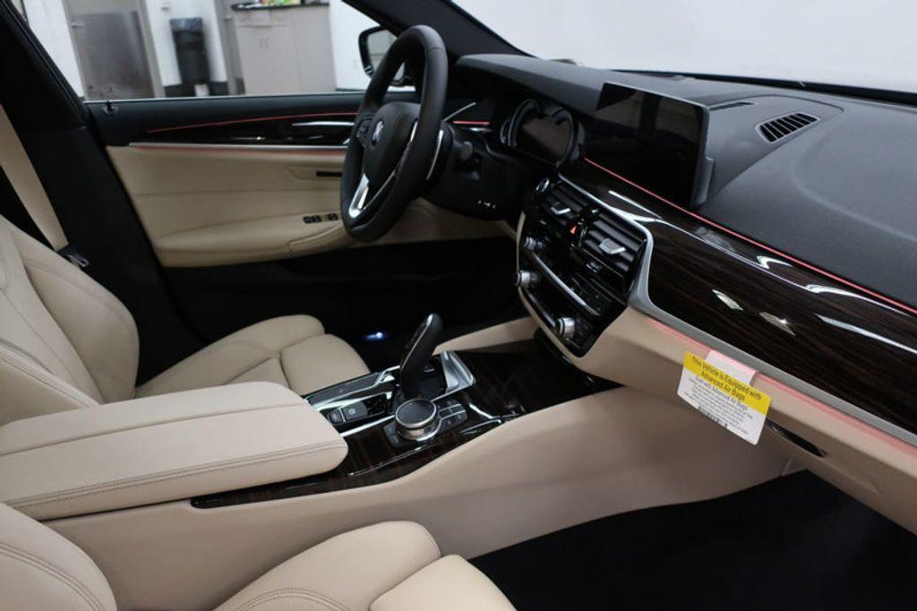 2017 BMW 5 Series 530i - 16635904 - 27