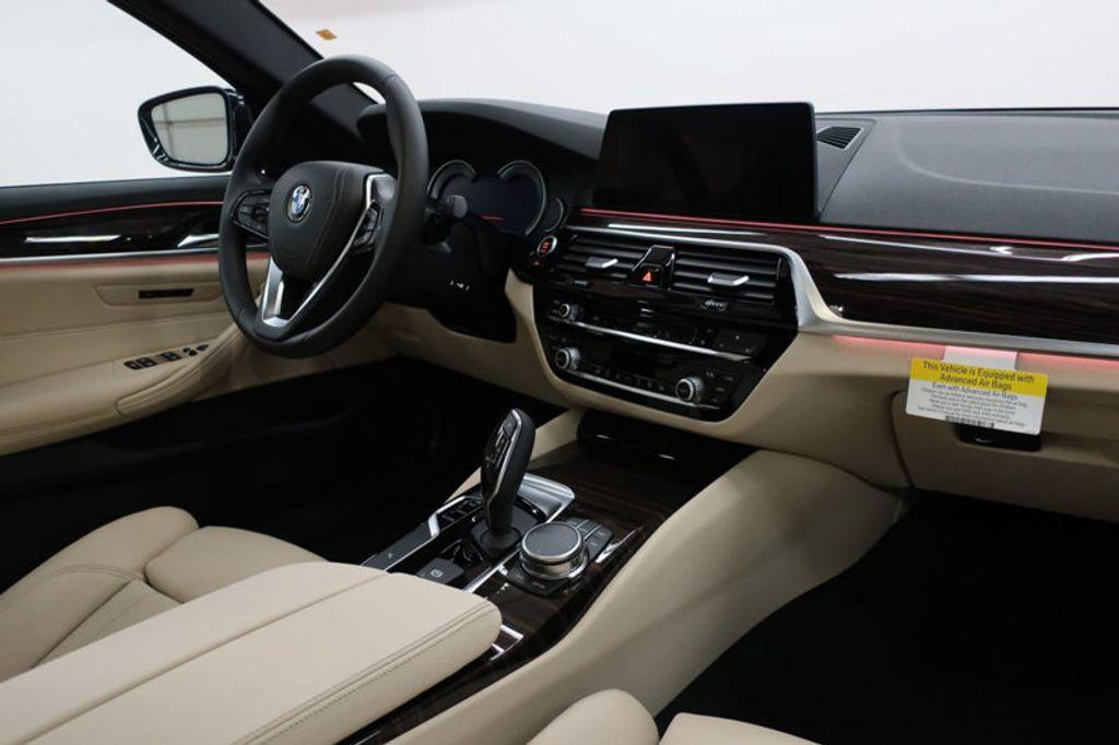 2017 BMW 5 Series 530i - 16635904 - 34
