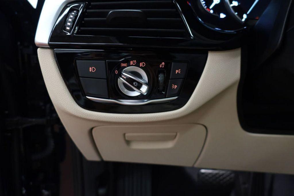 2017 BMW 5 Series 530i - 16635904 - 36