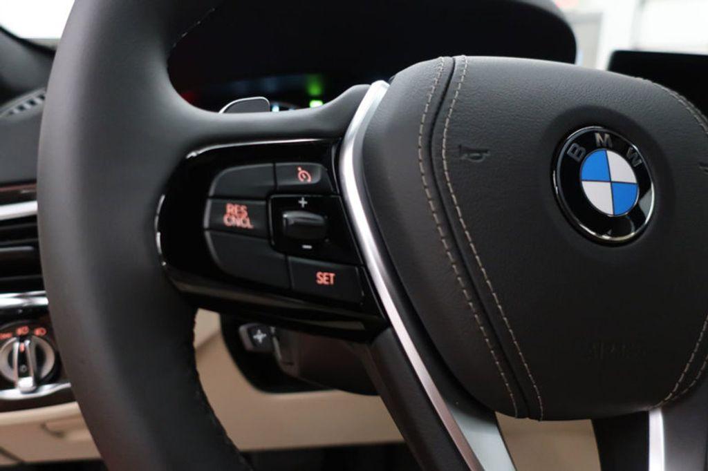 2017 BMW 5 Series 530i - 16635904 - 37