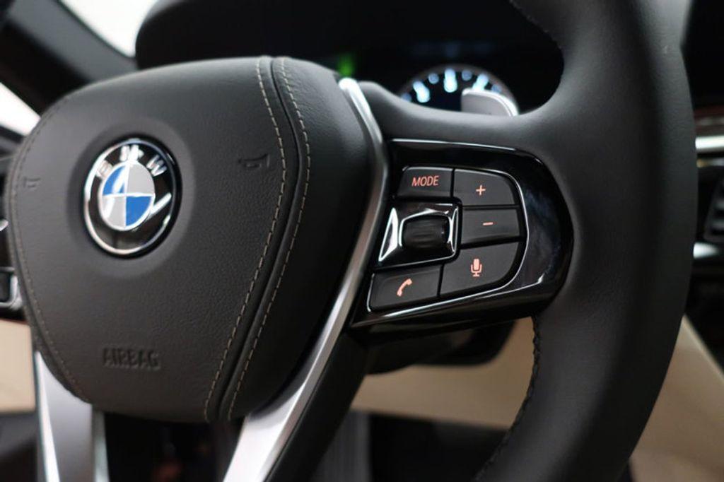 2017 BMW 5 Series 530i - 16635904 - 38