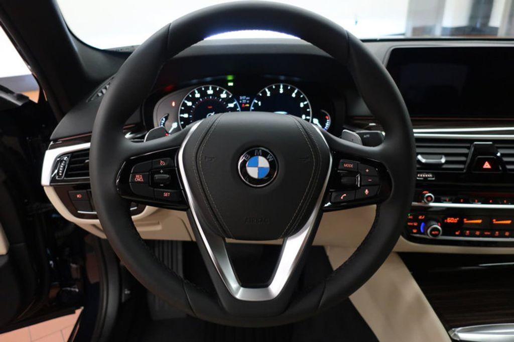 2017 BMW 5 Series 530i - 16635904 - 39