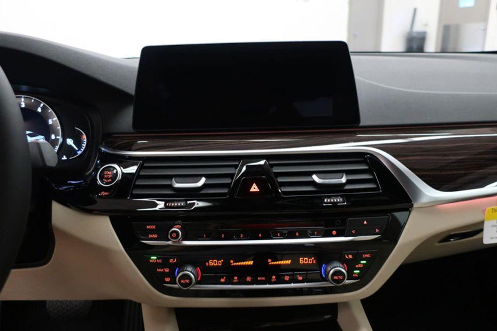2017 BMW 5 Series 530i - 16635904 - 41