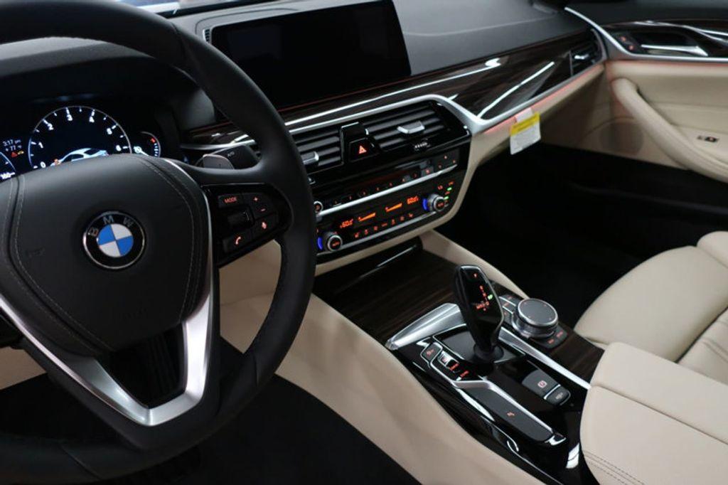 2017 BMW 5 Series 530i - 16635904 - 42