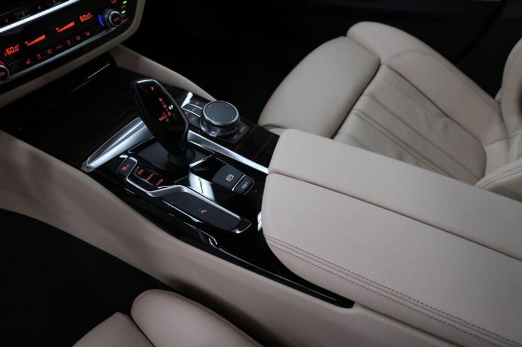 2017 BMW 5 Series 530i - 16635904 - 46