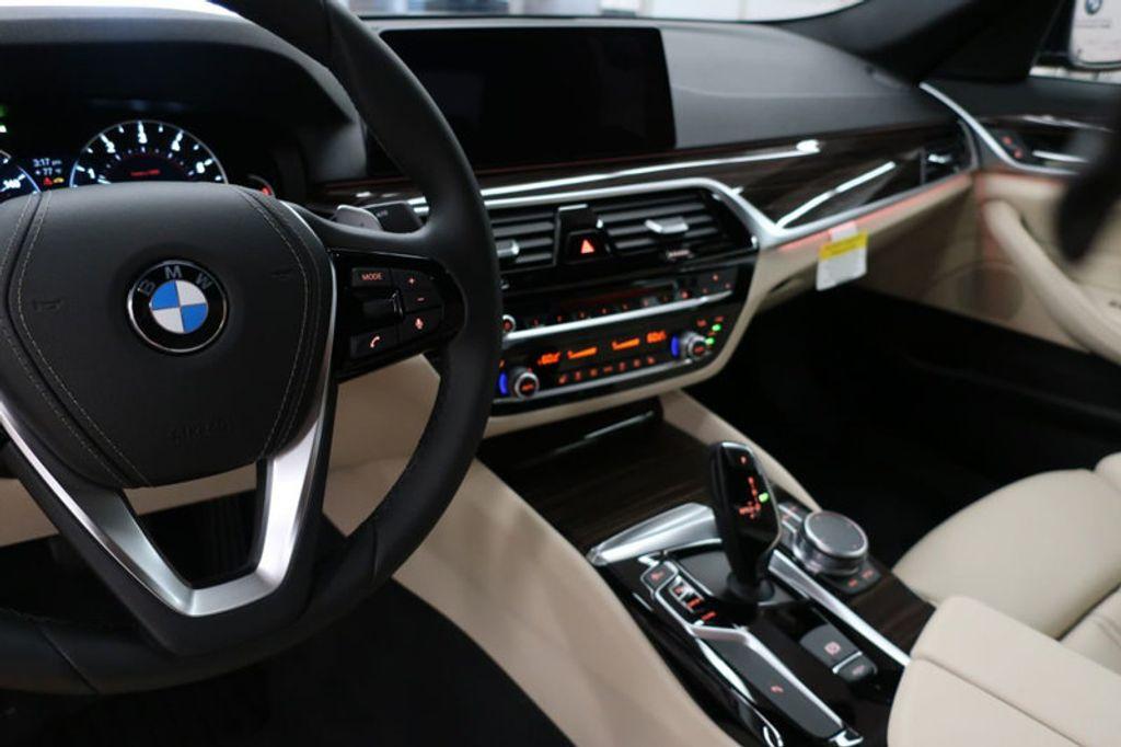 2017 BMW 5 Series 530i - 16635904 - 47
