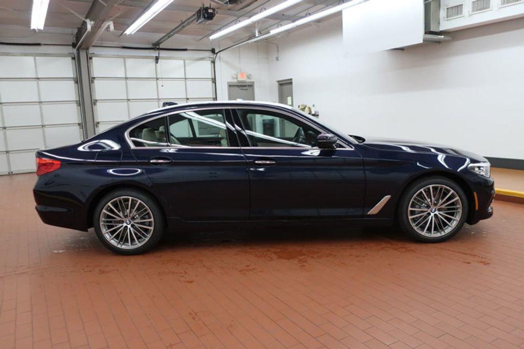 2017 BMW 5 Series 530i - 16635904 - 4