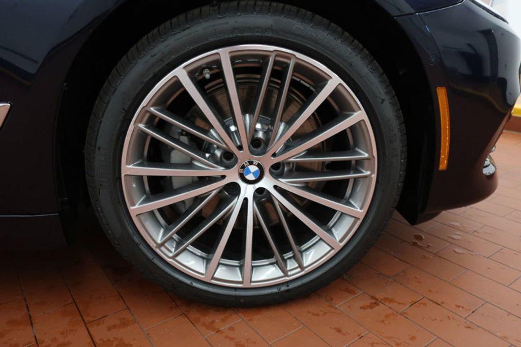 2017 BMW 5 Series 530i - 16635904 - 5