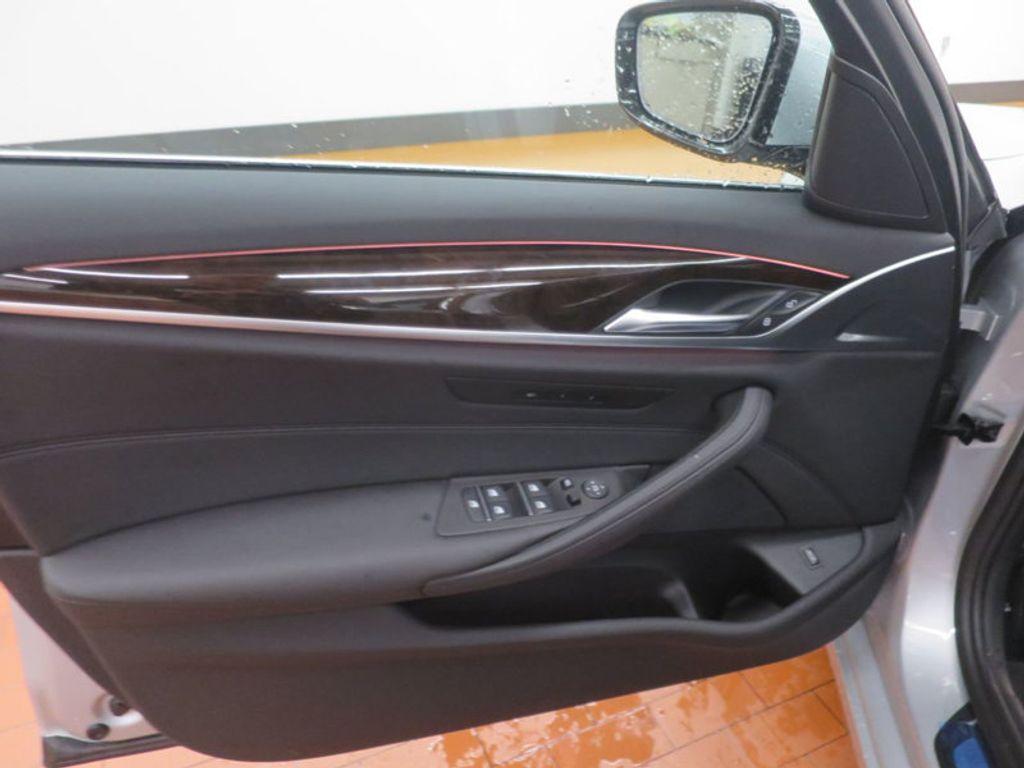 2017 BMW 5 Series 530i - 16723751 - 8
