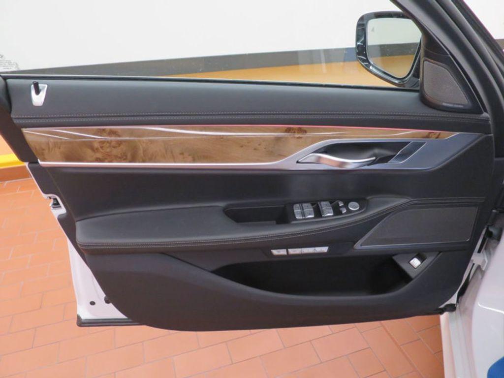 2017 BMW 7 Series 740i - 16087161 - 13