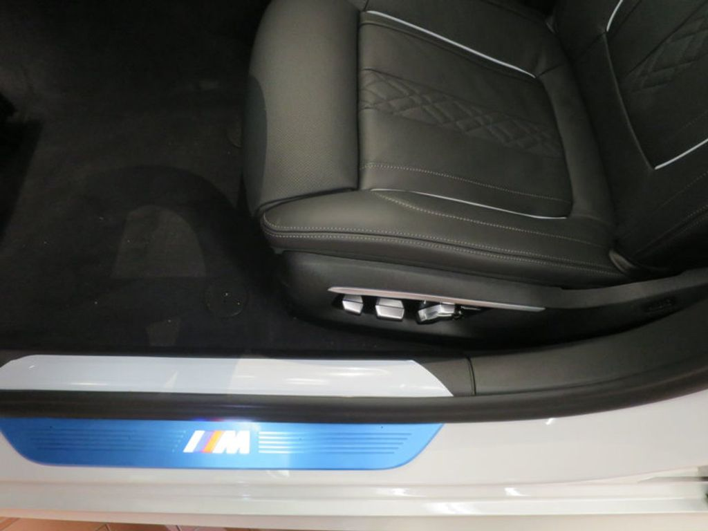 2017 BMW 7 Series 740i - 16087161 - 18