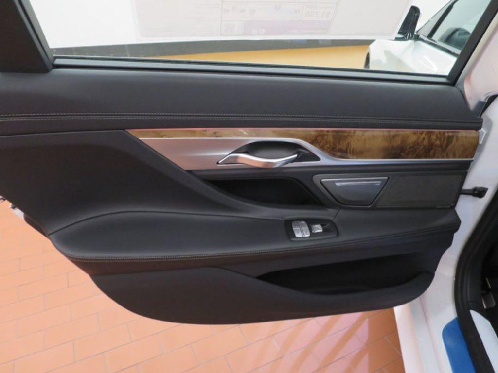 2017 BMW 7 Series 740i - 16087161 - 23