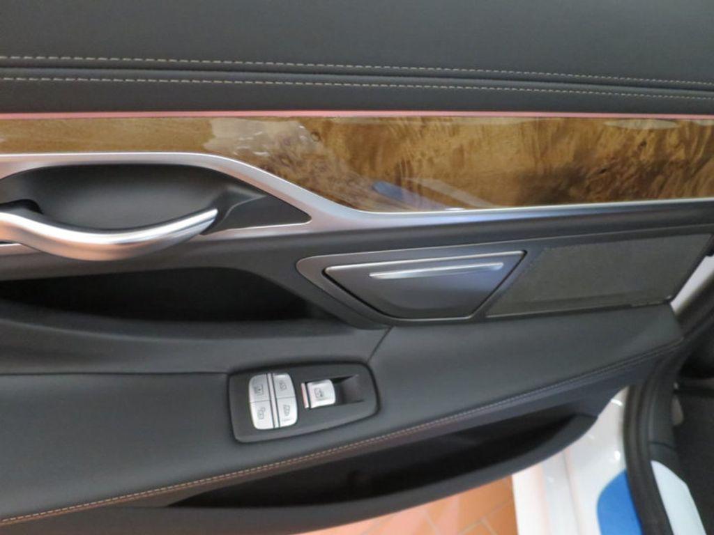 2017 BMW 7 Series 740i - 16087161 - 24