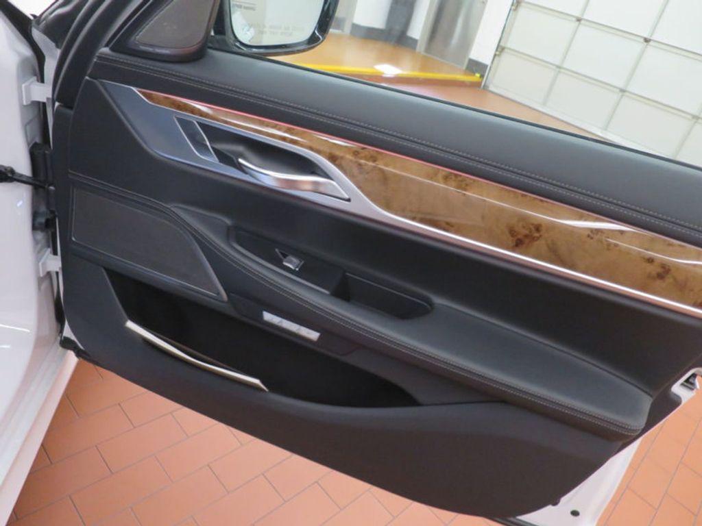 2017 BMW 7 Series 740i - 16087161 - 31