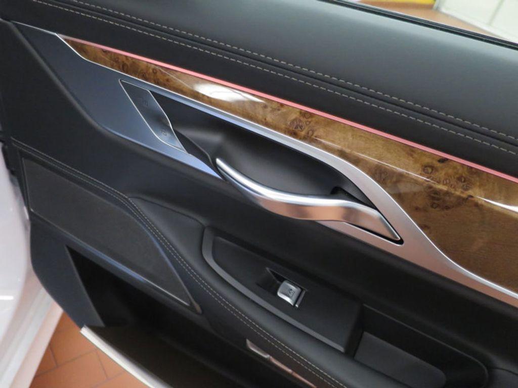 2017 BMW 7 Series 740i - 16087161 - 32