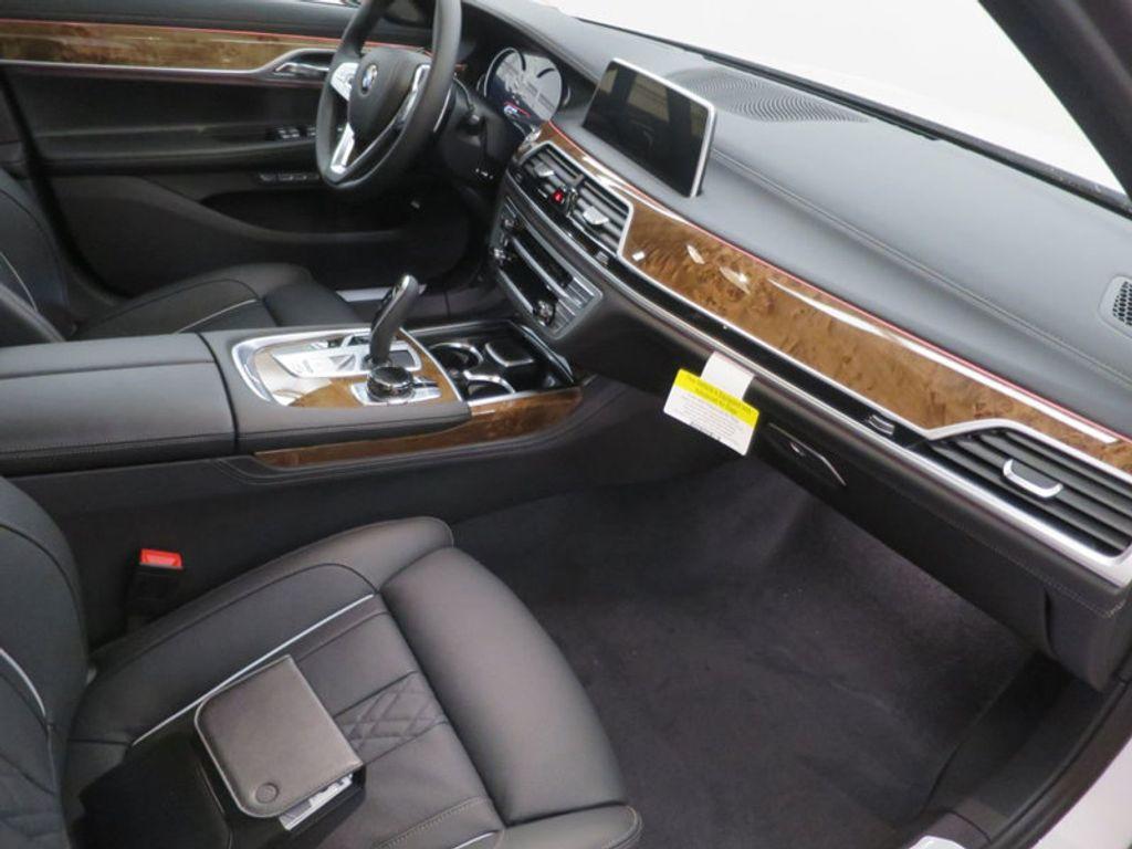 2017 BMW 7 Series 740i - 16087161 - 33