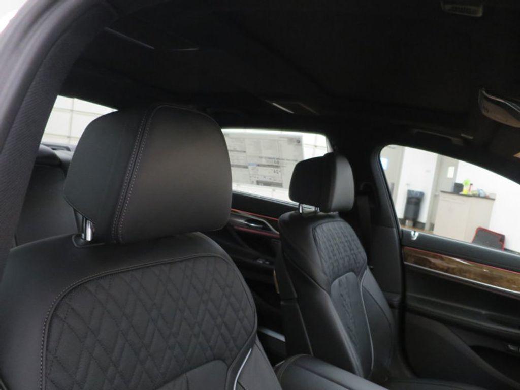 2017 BMW 7 Series 740i - 16087161 - 35