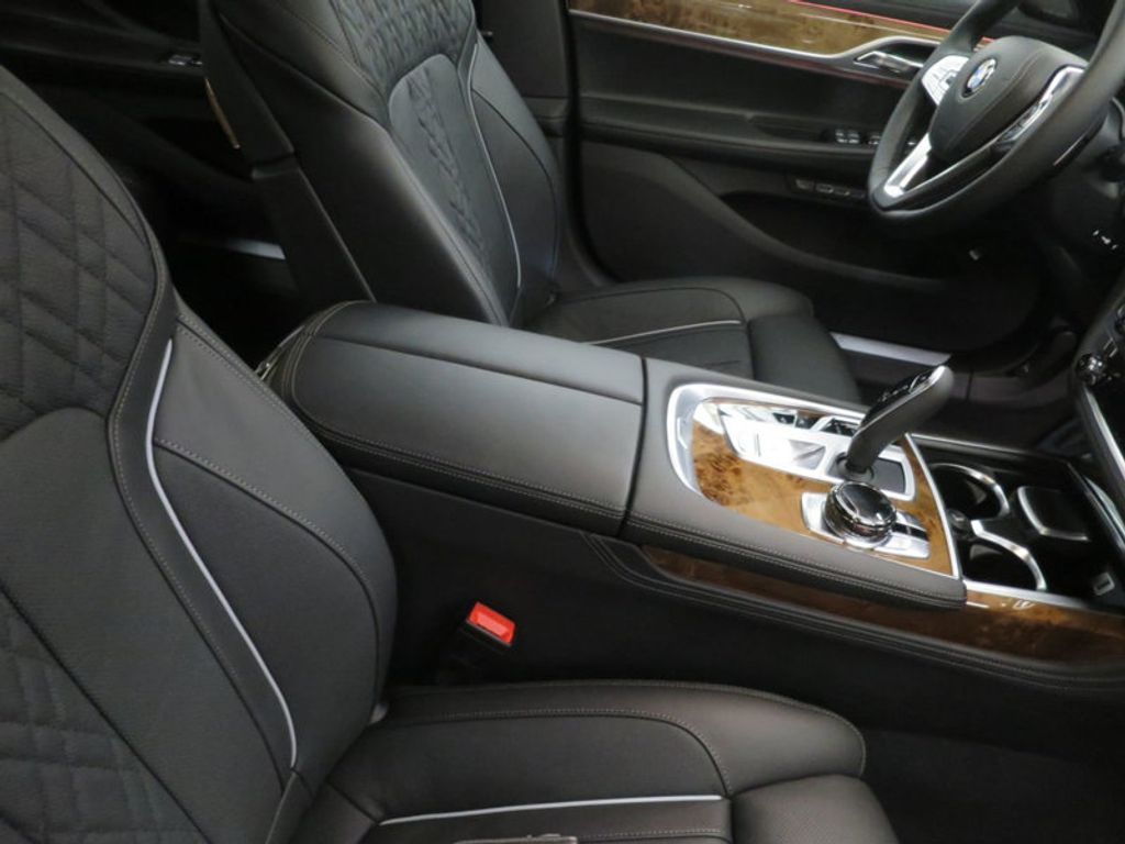 2017 BMW 7 Series 740i - 16087161 - 36
