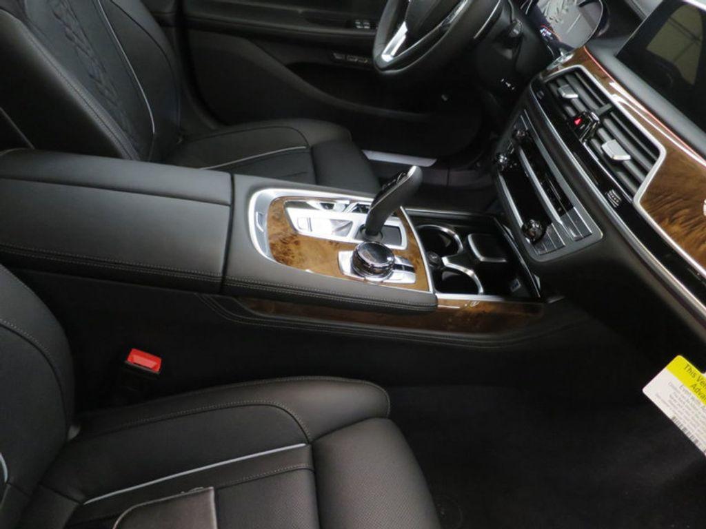 2017 BMW 7 Series 740i - 16087161 - 37