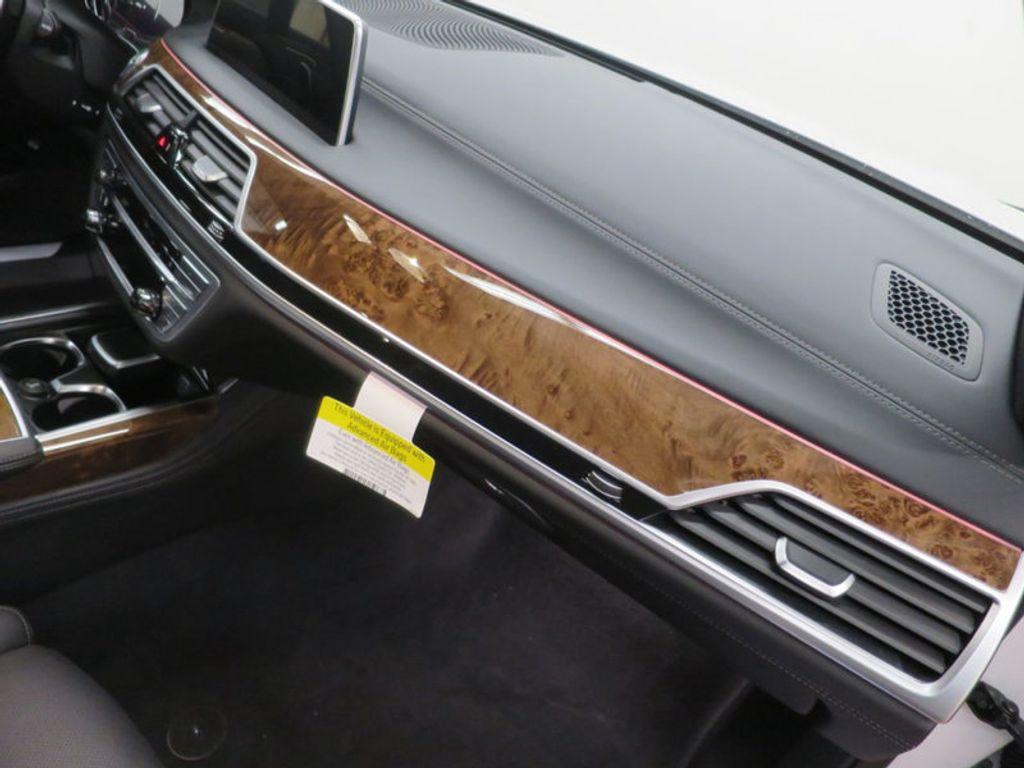 2017 BMW 7 Series 740i - 16087161 - 39