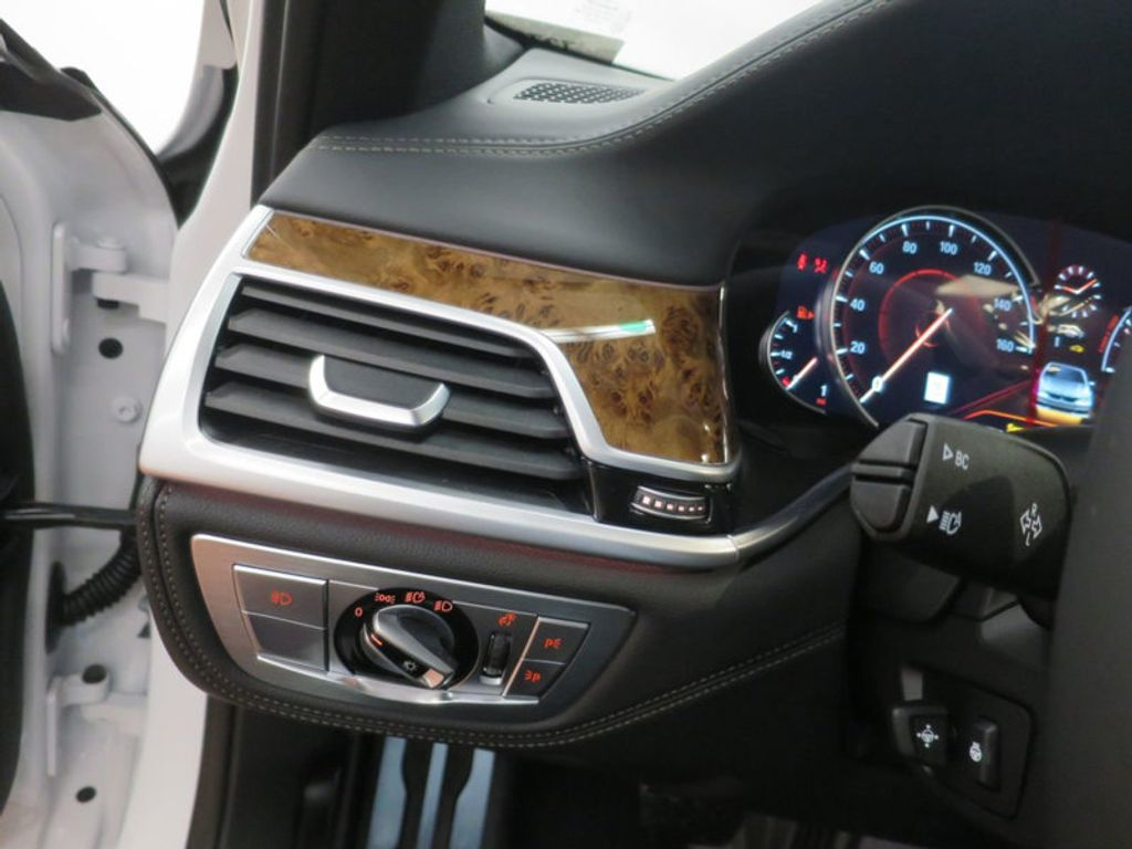 2017 BMW 7 Series 740i - 16087161 - 44