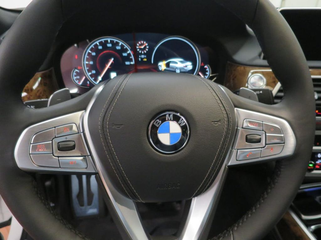 2017 BMW 7 Series 740i - 16087161 - 45