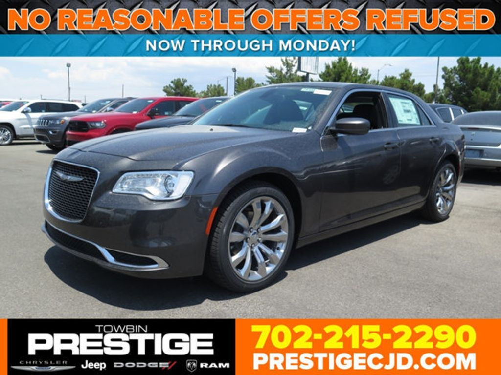 2017 Chrysler 300 Limited RWD - 16731726 - 0