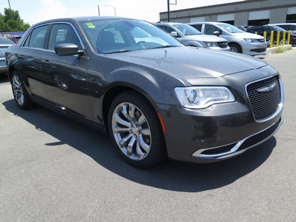 2017 Chrysler 300 Limited RWD - 16731726 - 2