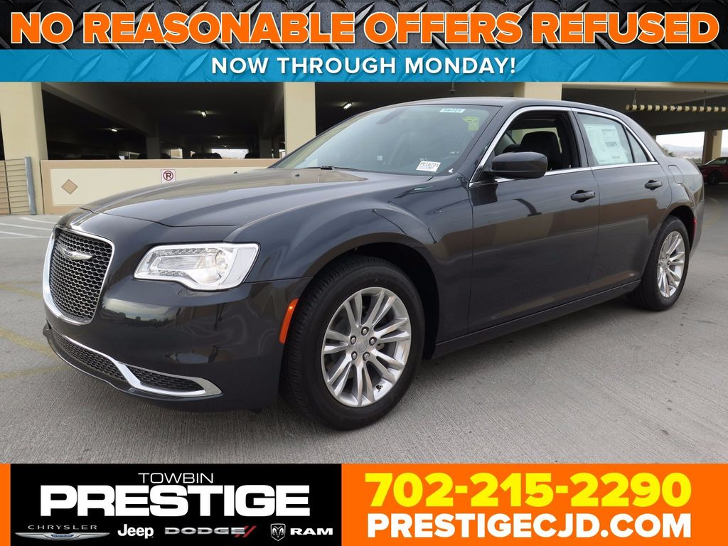 2017 Chrysler 300 Limited RWD - 16731736 - 0