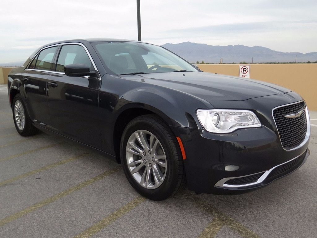 2017 Chrysler 300 Limited RWD - 16731736 - 2