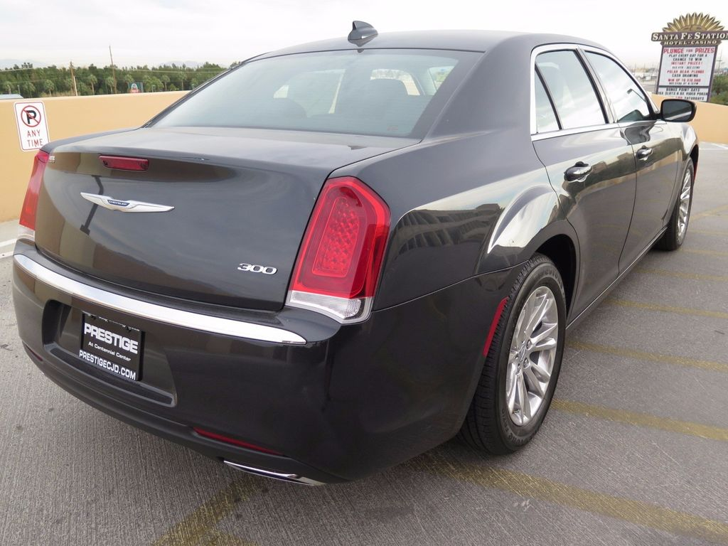 2017 Chrysler 300 Limited RWD - 16731736 - 3