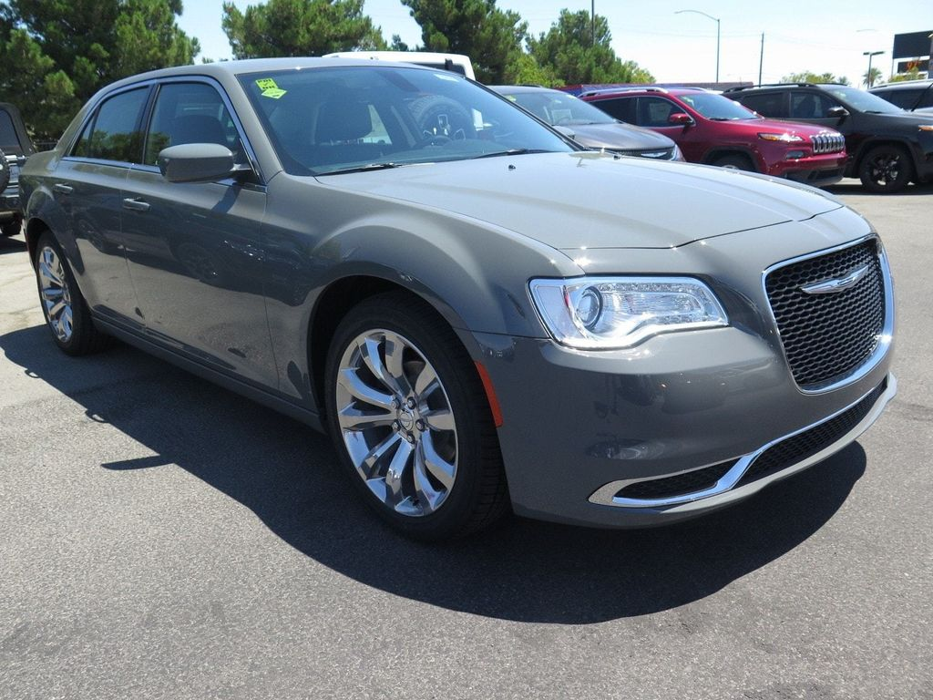 2017 Chrysler 300 Limited RWD - 16731738 - 2
