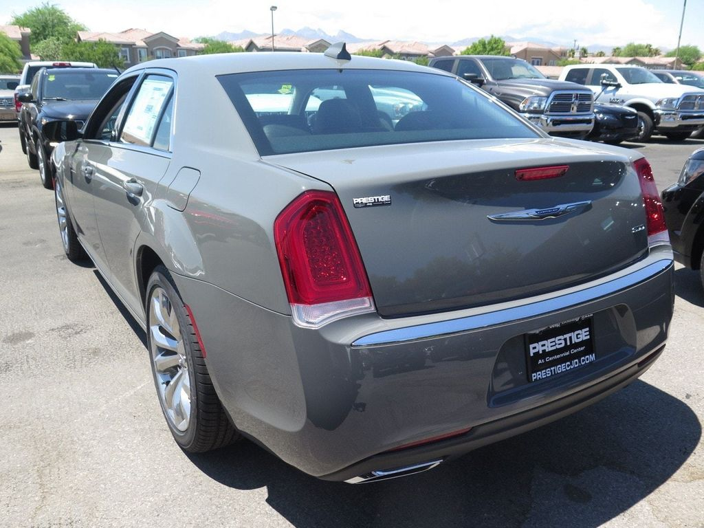 2017 Chrysler 300 Limited RWD - 16731738 - 3