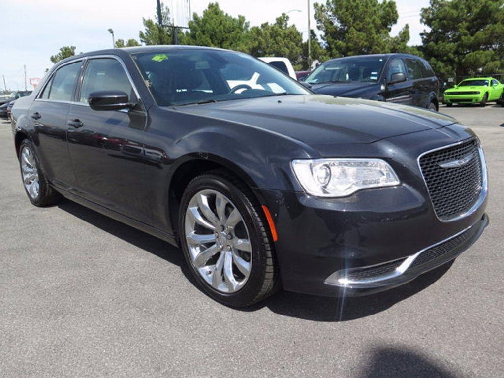2017 Chrysler 300 Limited RWD - 16731739 - 2