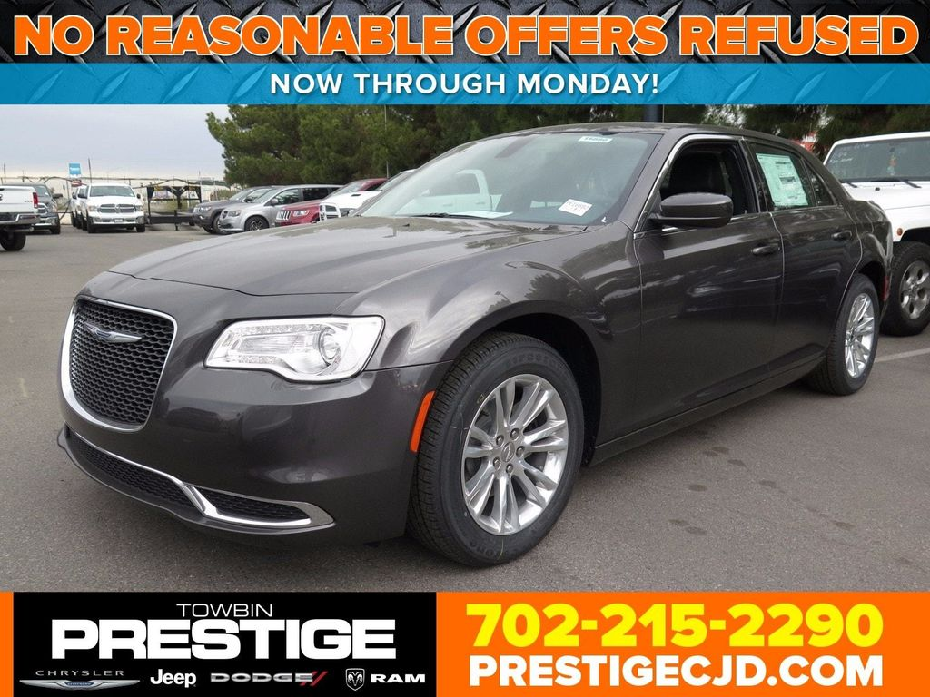 2017 Chrysler 300 Limited RWD - 16731753 - 0