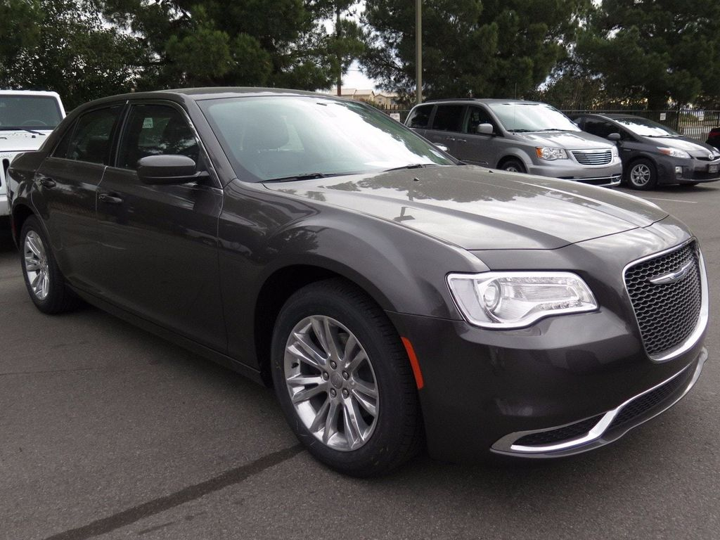 2017 Chrysler 300 Limited RWD - 16731753 - 2