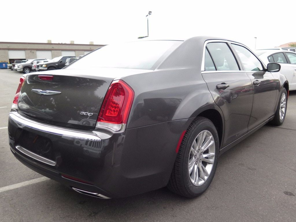2017 Chrysler 300 Limited RWD - 16731753 - 3
