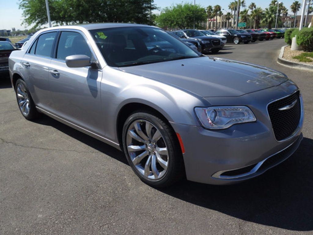 2017 Chrysler 300 Limited RWD - 16731754 - 2