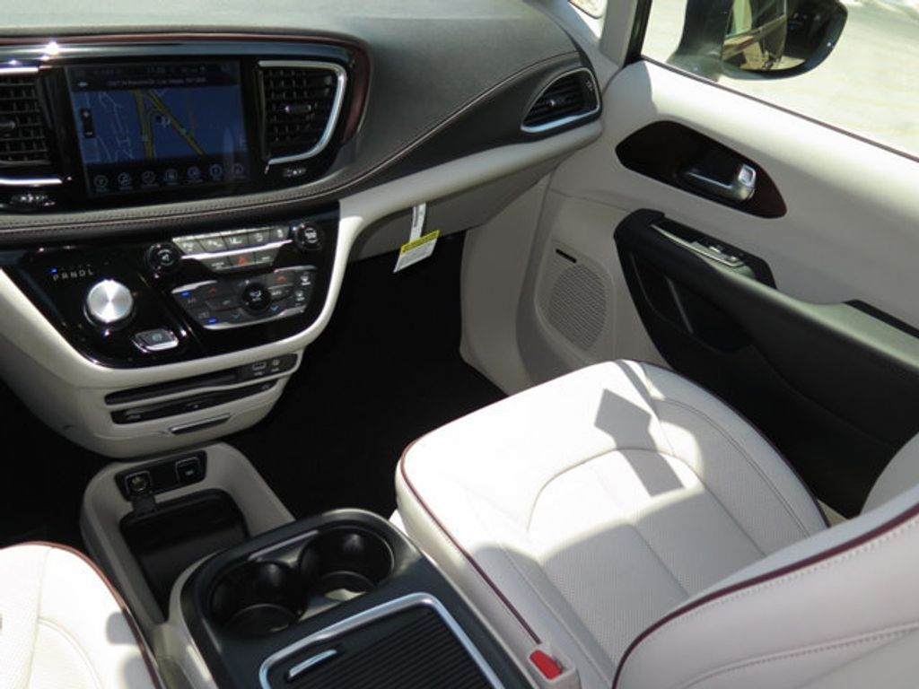 2017 Chrysler Pacifica Limited - 16731550 - 9