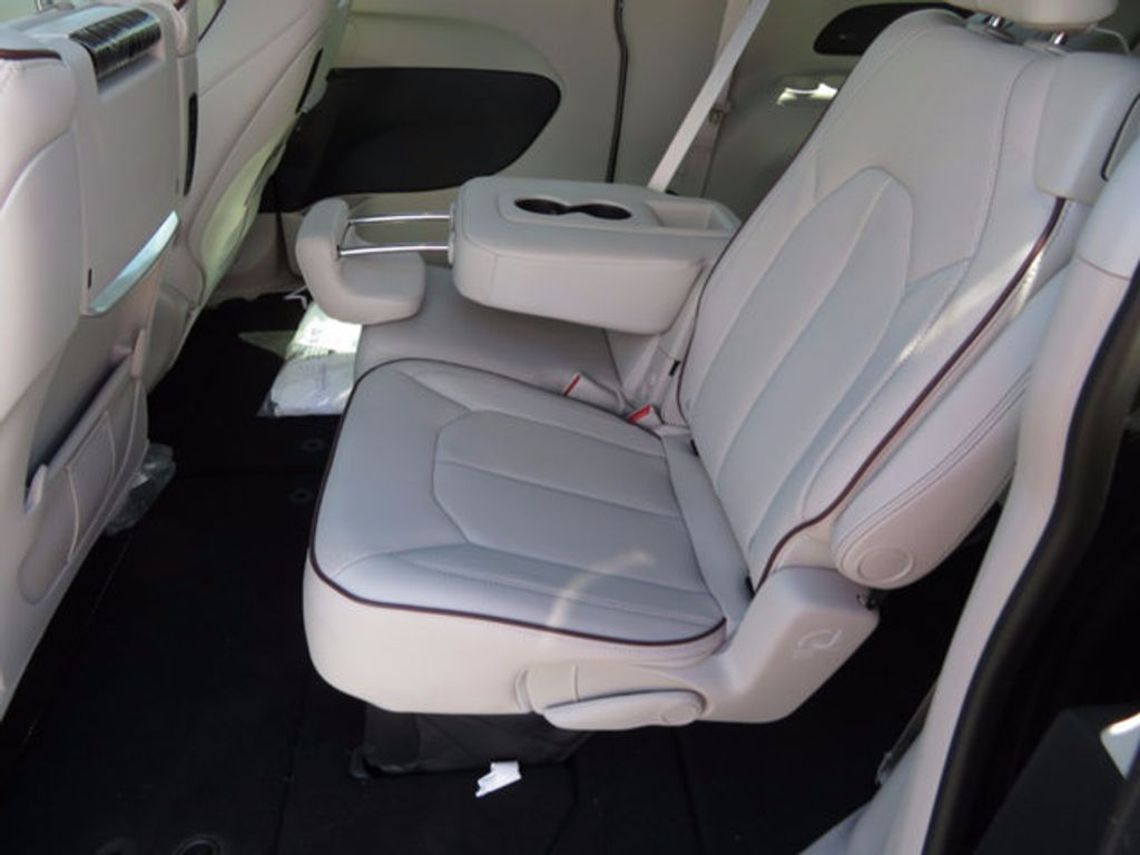 2017 Chrysler Pacifica Limited - 16731553 - 6