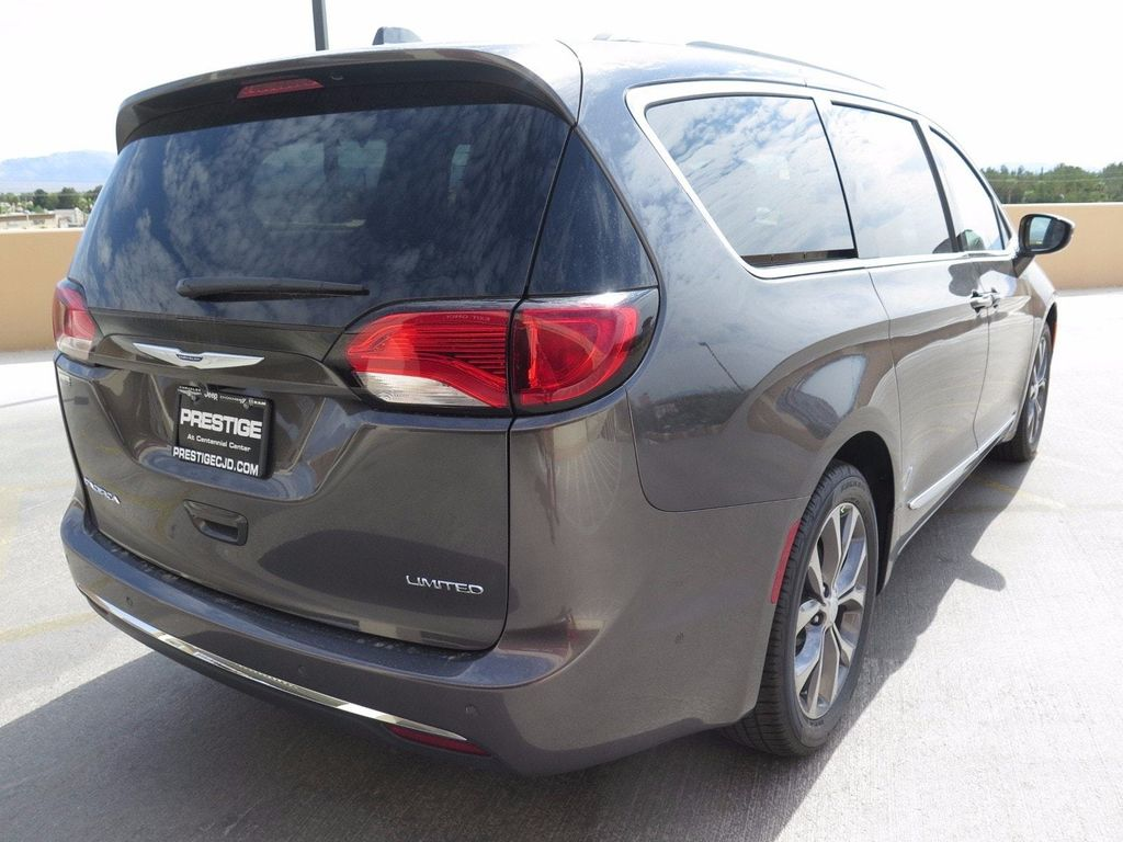 2017 Chrysler Pacifica Limited - 16731560 - 3