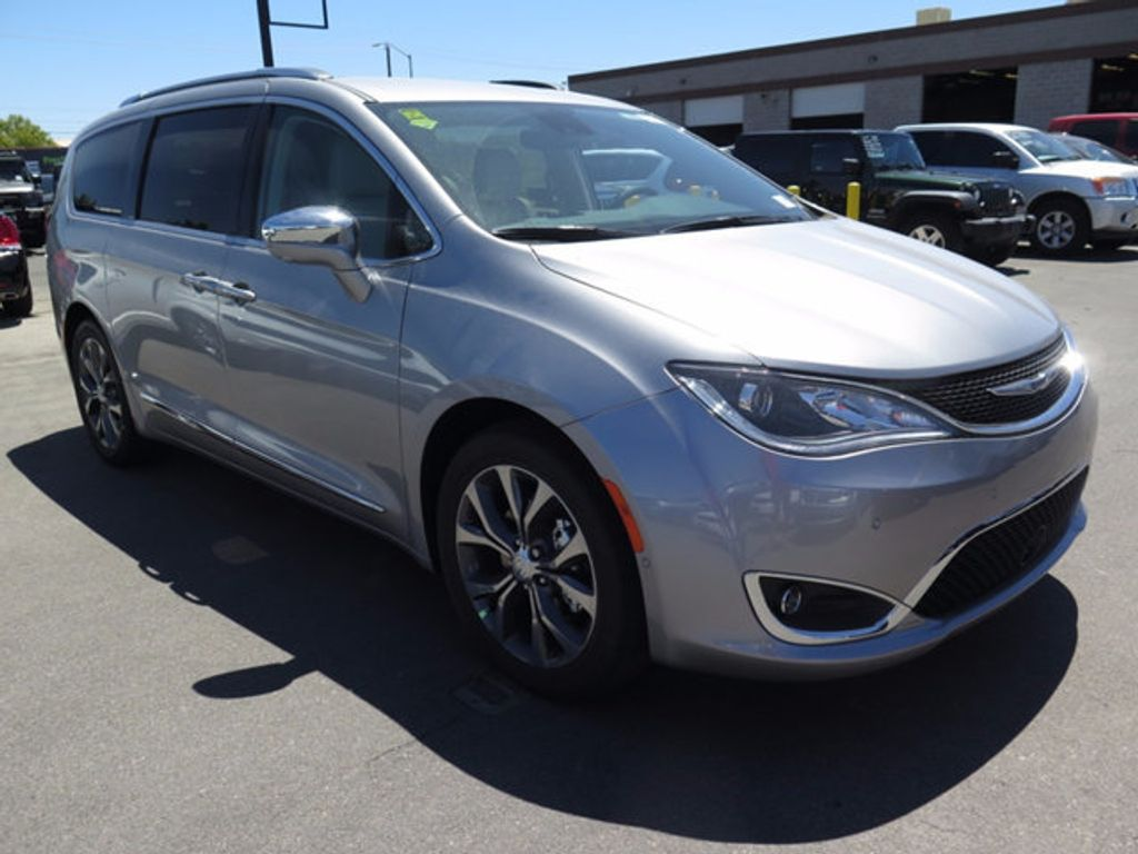 2017 Chrysler Pacifica Limited - 16731575 - 2