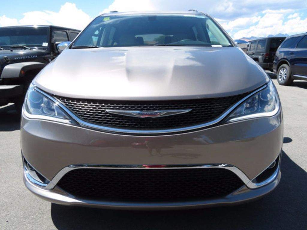 2017 Chrysler Pacifica Limited - 16732136 - 1