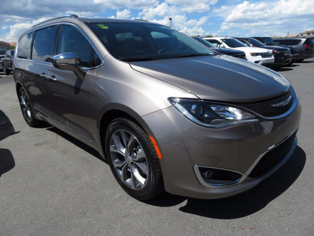 2017 Chrysler Pacifica Limited - 16732136 - 2