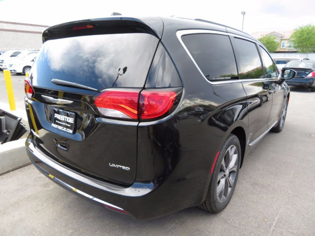 2017 Chrysler Pacifica Limited - 16732217 - 3