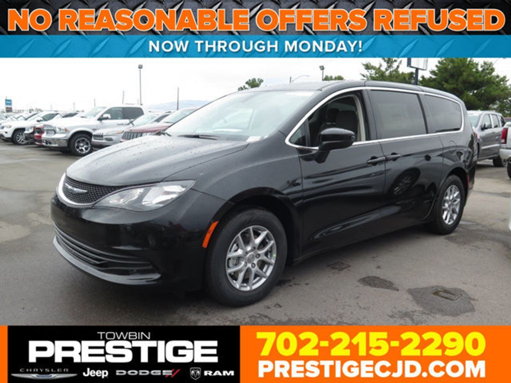 2017 Chrysler Pacifica Touring - 16731542 - 0