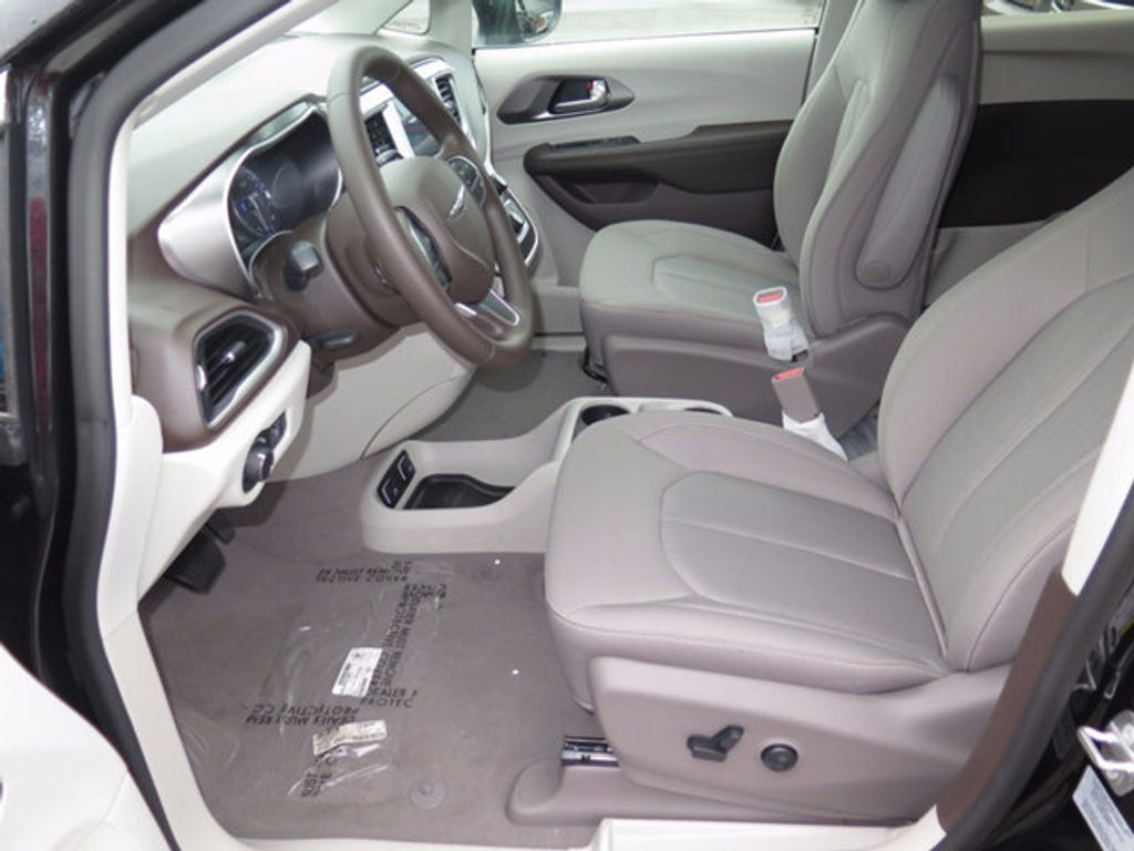 2017 Chrysler Pacifica Touring - 16731542 - 6