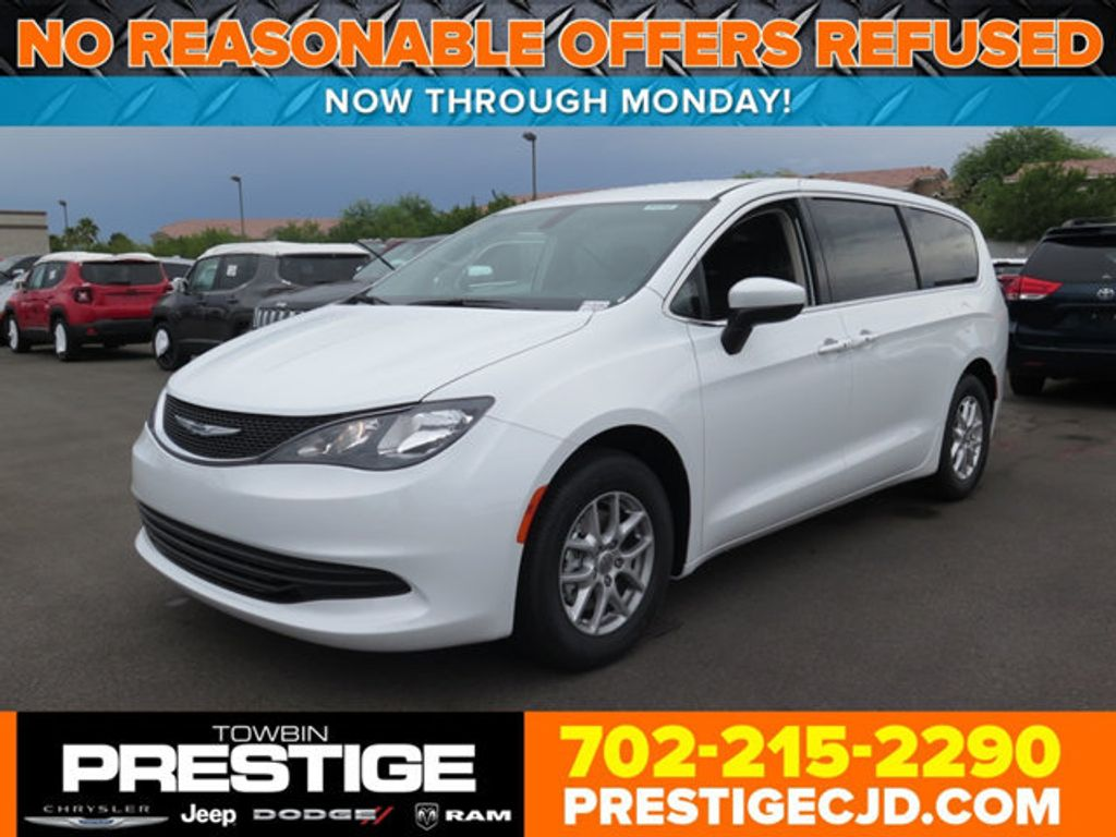 2017 Chrysler Pacifica Touring - 16731555 - 0